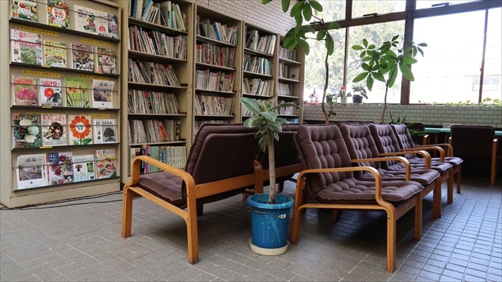 図書閲覧コーナー 園芸に関する書籍をお読みいただけます